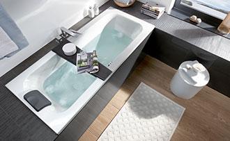 ... Platz: Waschtisch, Toilette, Schränkchen, Spiegel, Heizung,  Handtuchstangen, Eine Dusche U2013 Und Sogar Eine Badewanne. Zwar Ist In Einem Kleinen  Bad Meist ...