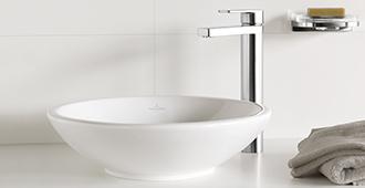 waschbecken aus sanit rporzellan von villeroy boch. Black Bedroom Furniture Sets. Home Design Ideas